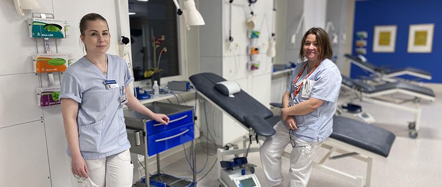 två kvinnor som arbetar på blodcentralen