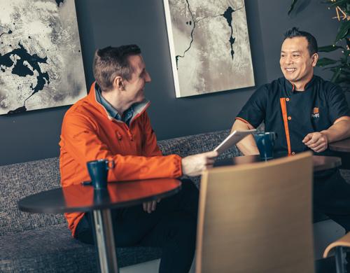 Säljare från Gävle Energi har samtal med Sushi City